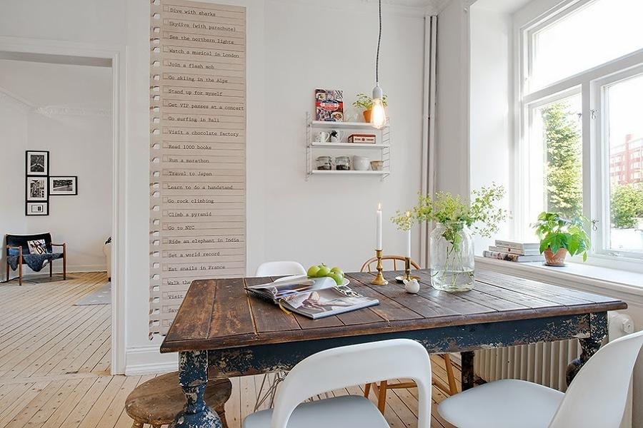 Comedor estilo nórdico con mesa grande de madera