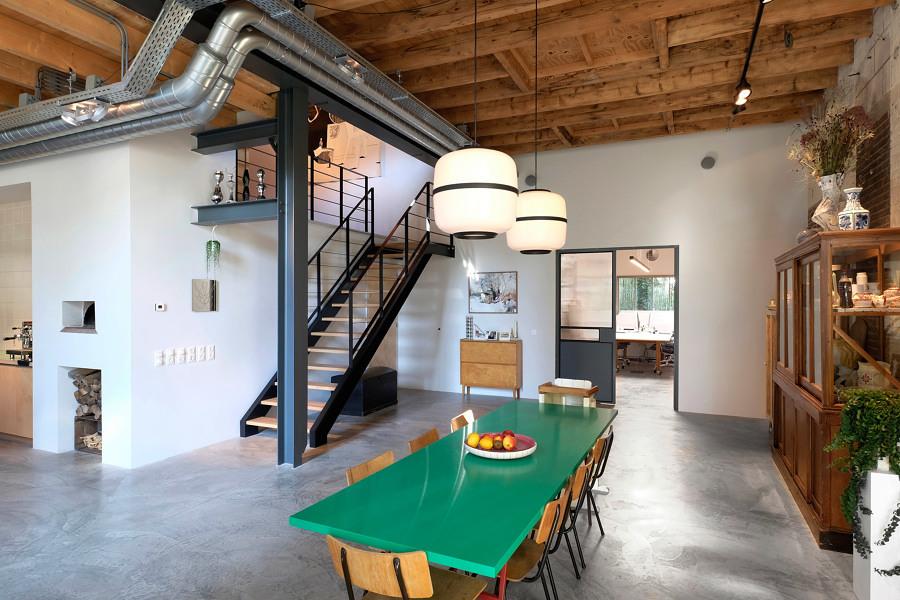 Comedor amplio en casa con dos niveles