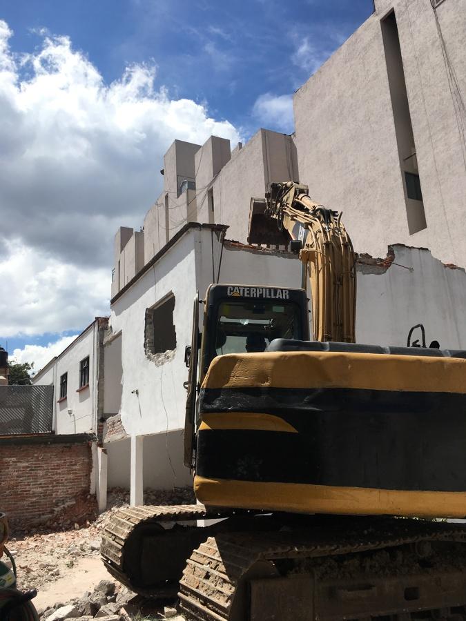 Comienza la demolición con maquinaria