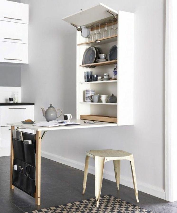 Cocina con mueble plegable y repisas