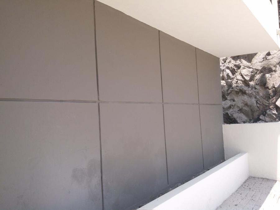 Concreto aparente en fachada principal