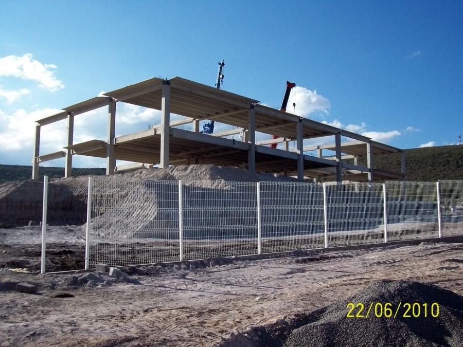 Construcción de edificio de oficinas.
