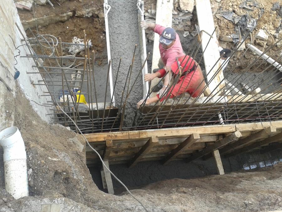 Foto construccion de muros de contencion a base de for Construccion de escaleras de concreto armado