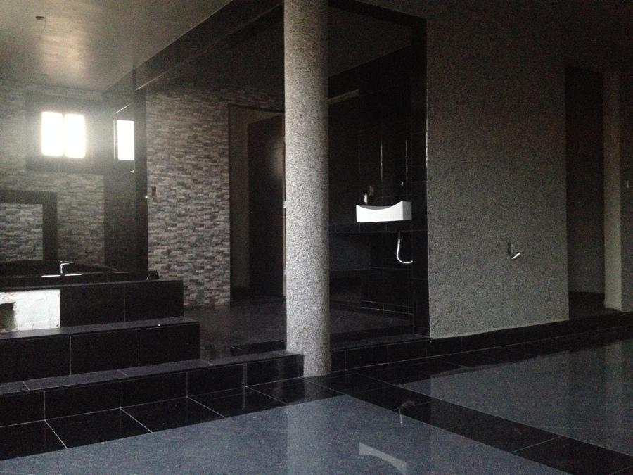 Construcci n de habitaci n cuarto de wc ducha tina de for Acabados para banos