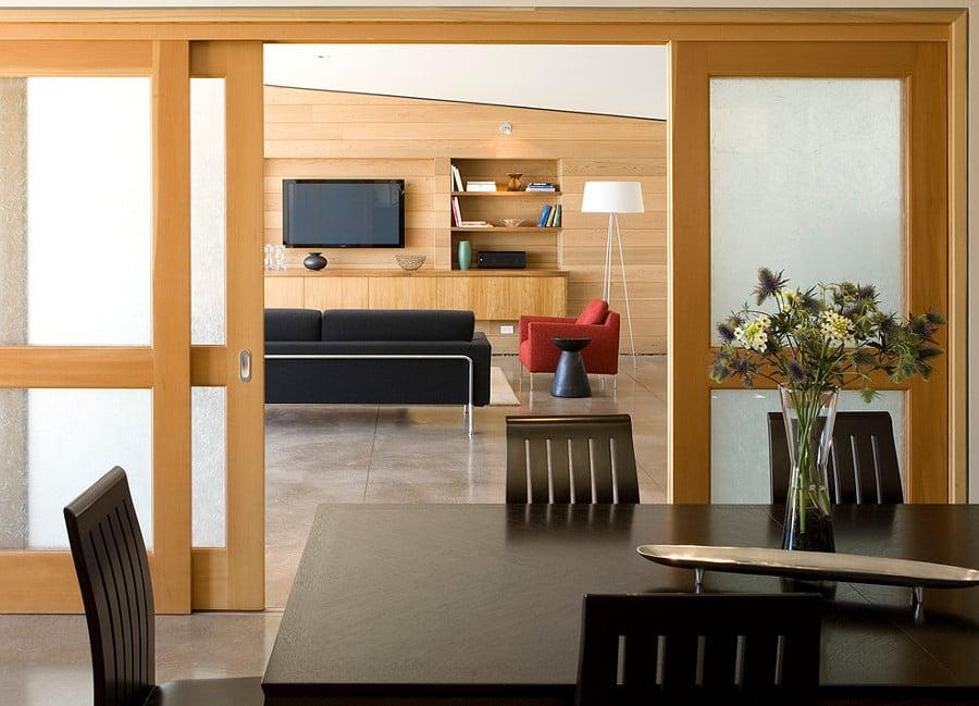 modernas puertas correderas de madera clara
