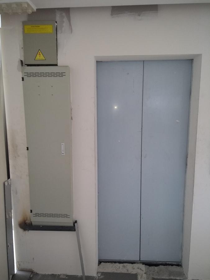 Cuadro de maniobra ubicado en el tono nivel del elevador