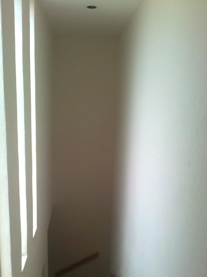 Foto cubo de escalera con pintura nueva de soluciones en - Pintura para escaleras ...