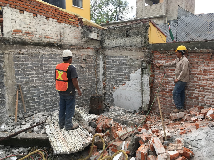 Demolición manual en zona de colindancias