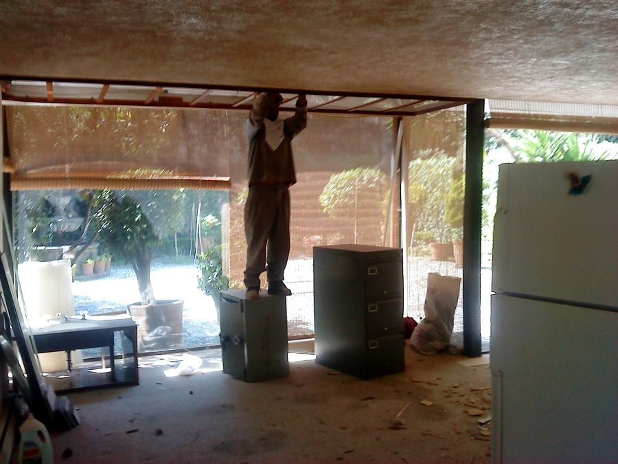Desmantelacion de pisos, plafones, luminarias, canceleria, muebles fijos, etc.