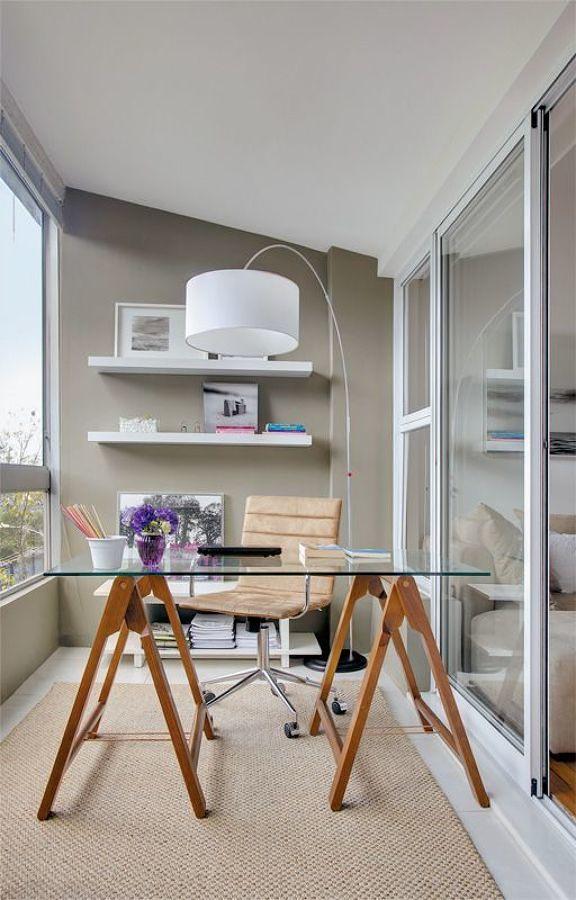 Oficina construida en el balcón