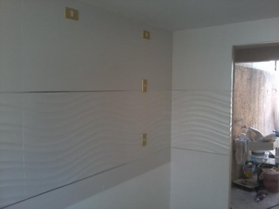 Foto detalles de porcelanato y aluminio en cocina de for Cocinas enchapadas
