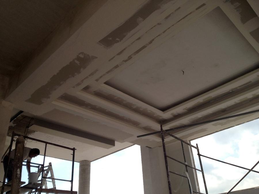 Foto dise o y construcci n falsos plafones yeso de prieto for Plafones de pared para escaleras