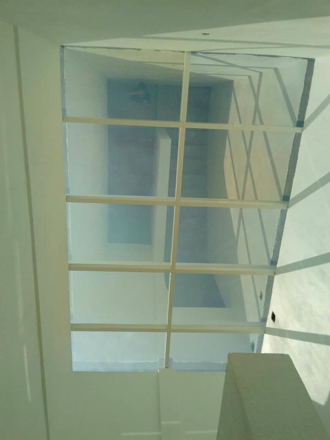 Domo de vidrio y aluminio