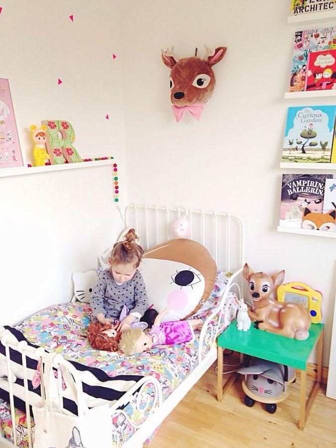Foto dormitorio de nina con cuentos infantiles 135682 - Dormitorio infantil nina ...