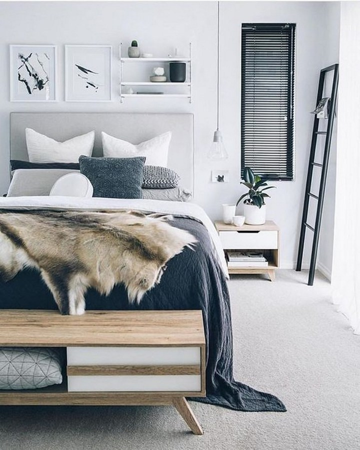 Mueble auxiliar en pie de cama