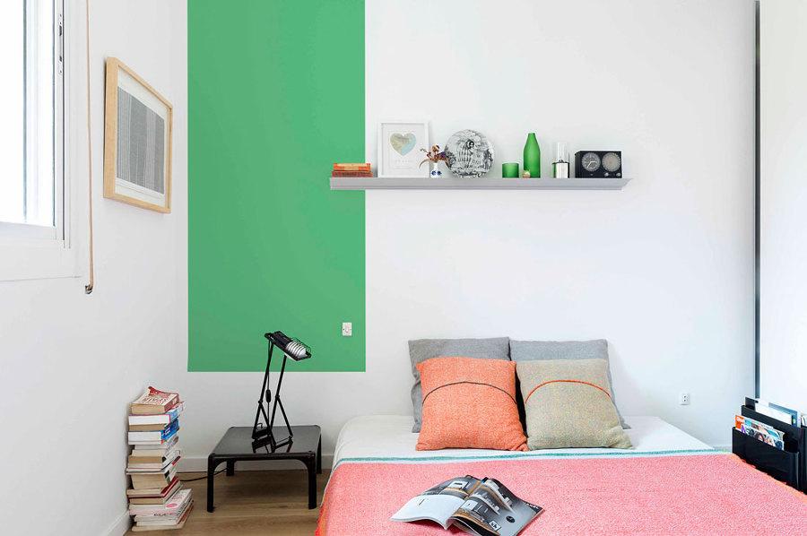 cuarto pintado verde y blanco