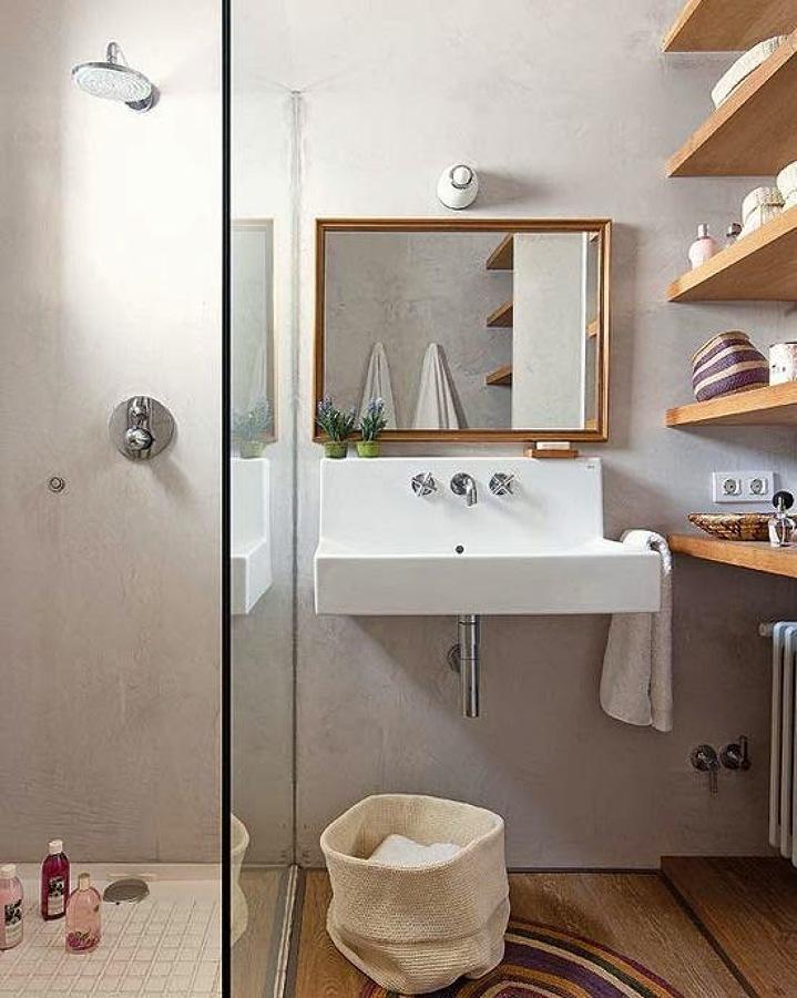 Regadera en baño pequeño