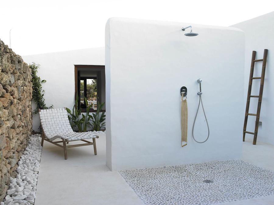 Foto regadera exterior con piedra 205504 habitissimo - Duchas exterior ...