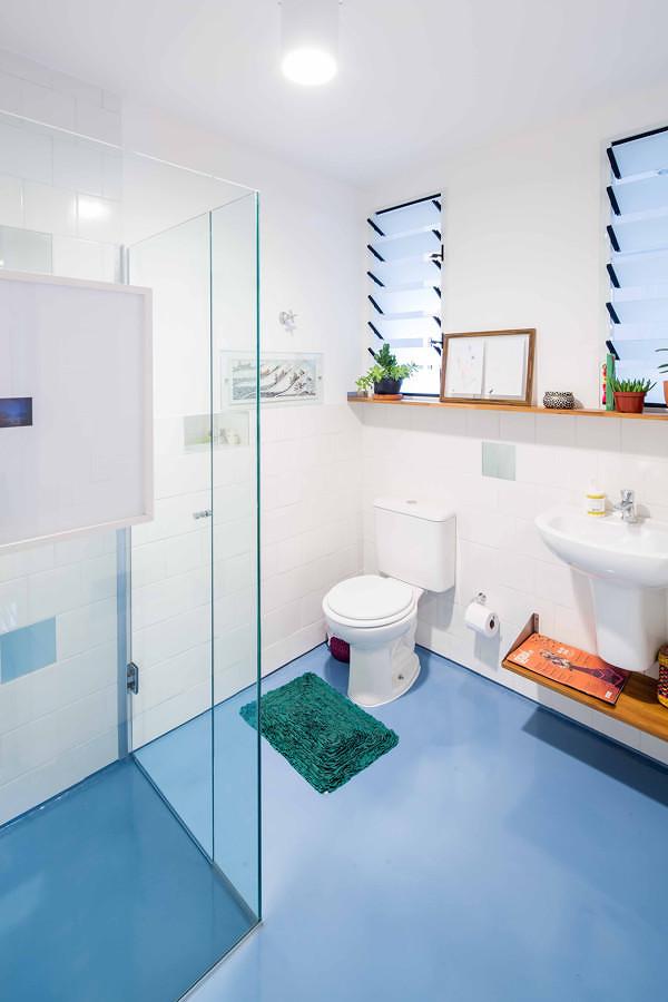 baño con piso de resina epóxica