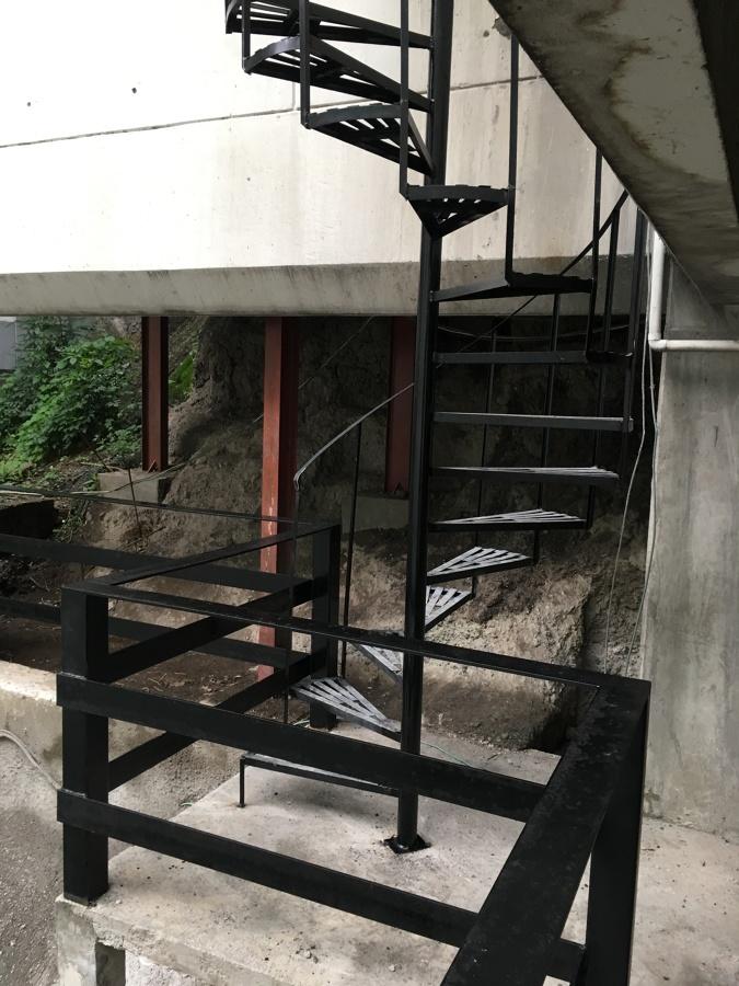 Escalera de acceso altura 5 metros