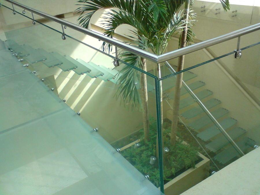 Foto escalera de cristal templado de camar proyecto y for Cristal templado queretaro