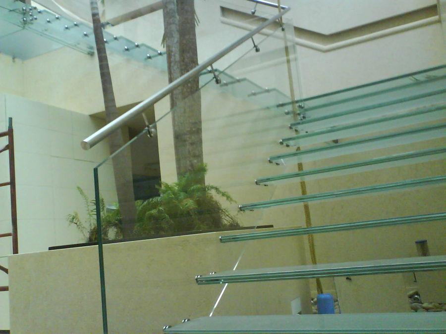 Barandales De Cristal Templado Y Acero Inoxidable | apexwallpapers.com