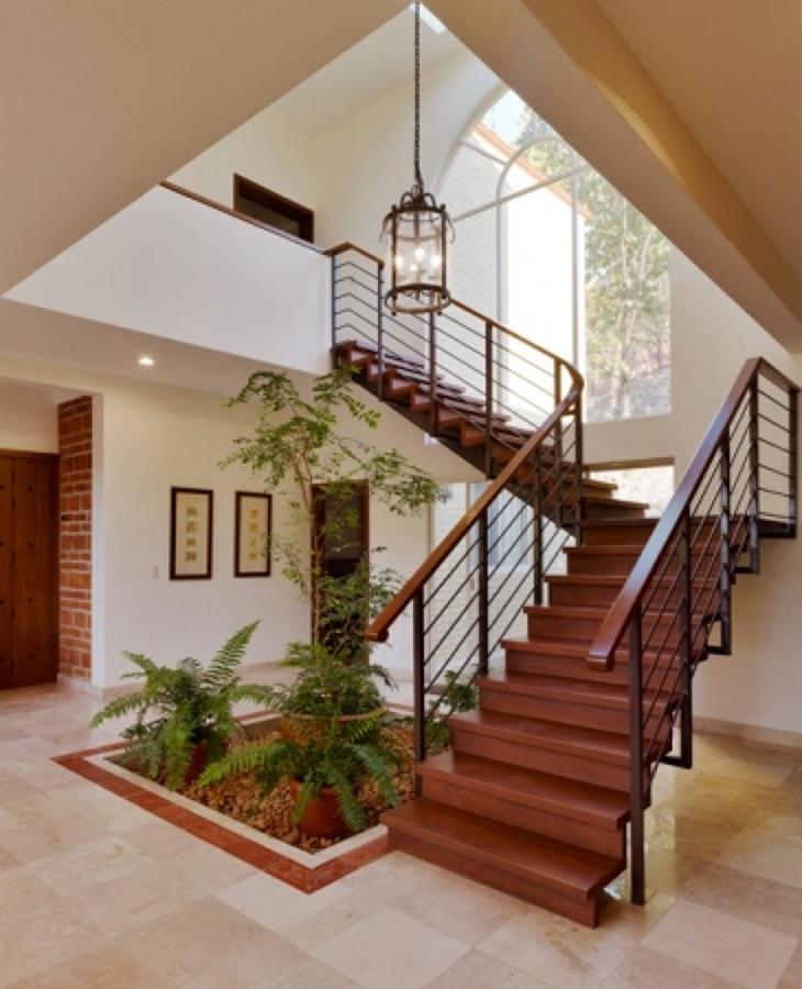 Foto escalera de madera y herreria de hl arquitectura for Escalera de jardin de madera