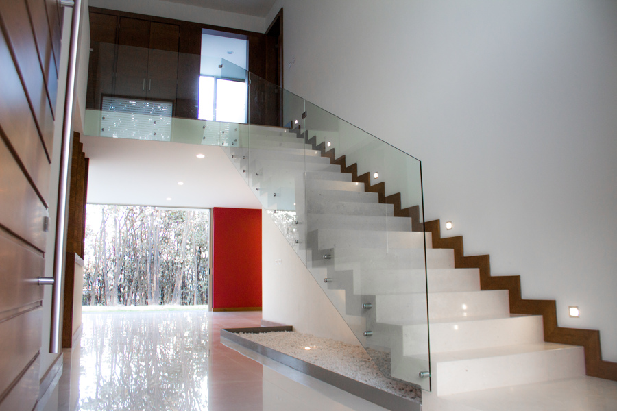 Las escaleras ideales blog de in casas inmobiliaria for Escaleras residenciales