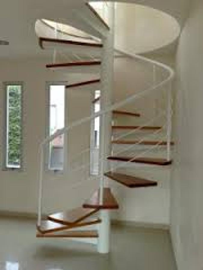 Foto escalera helicoidal de caracol en departamento 1 for Escalera caracol 2 pisos