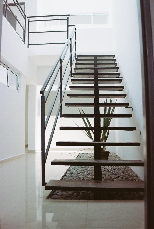 Foto escalera met lica de arsanco 127956 habitissimo for Imagenes de escaleras metalicas