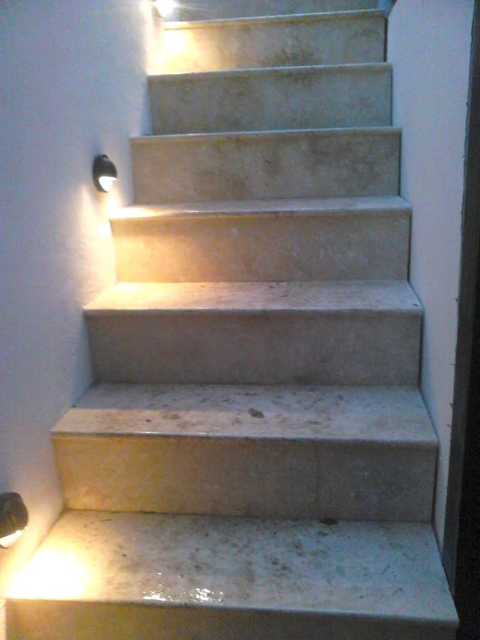 Foto escalera terminada con luz de rogelio leon reyes for Escaleras con luz