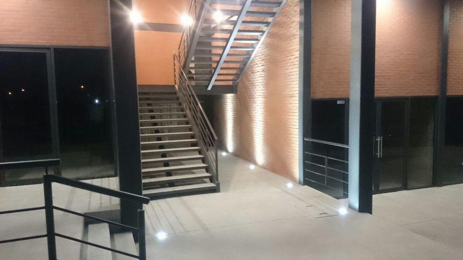 Foto escaleras de ingenieria electrica baleo 308723 for Escalera de electricista