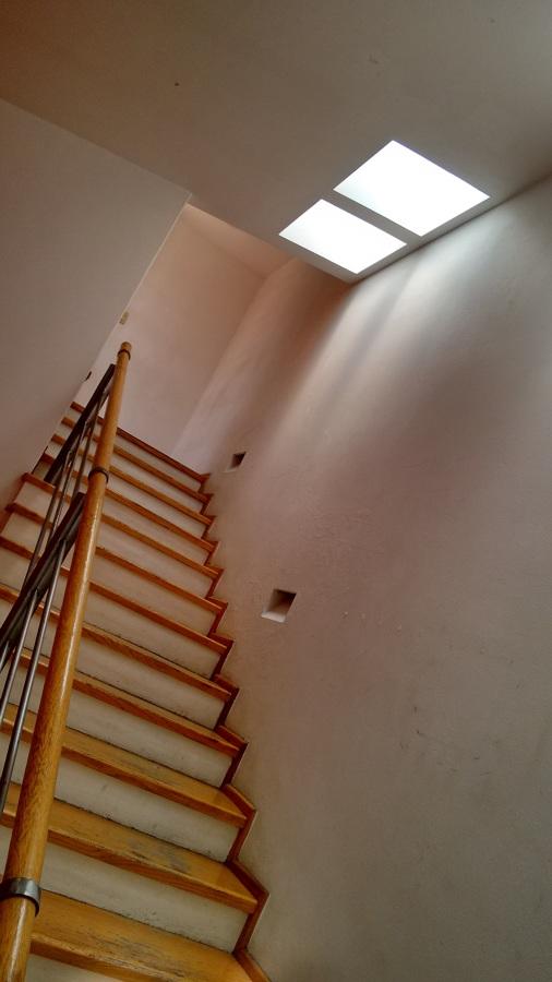 Escaleras con luz natural.