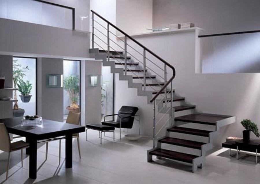 Foto escaleras de herrer a con huellas de madera de pecsa for Fotos de escaleras de herreria