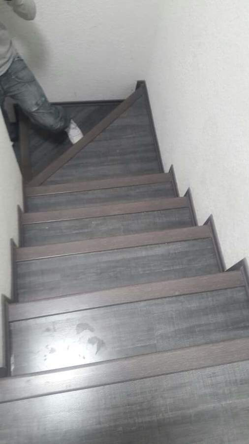 Foto Escaleras De Piso Laminado De Dsm 225760 Habitissimo