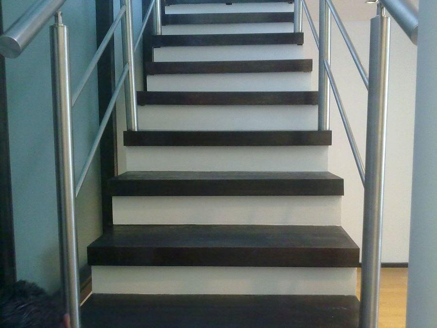 Foto escaleras en madera de banak de mtd 51025 for Escaleras en madera