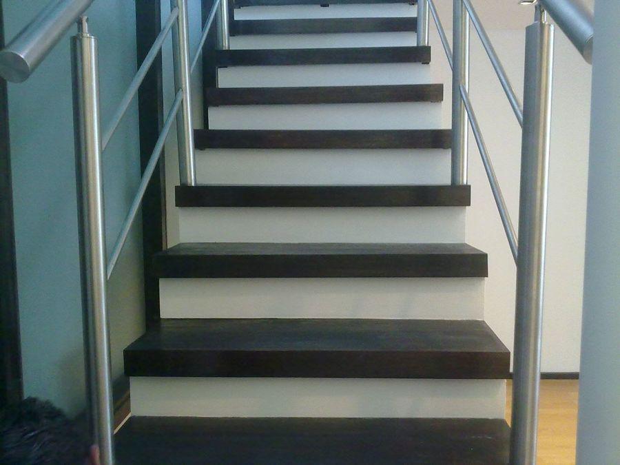 Foto escaleras en madera de banak de mtd 51025 for Pisos para escaleras de concreto