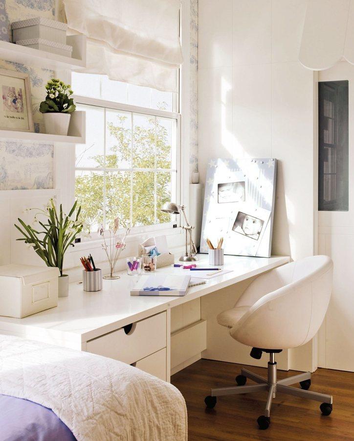 Oficina con mueble a la medida en recámara matrimonial