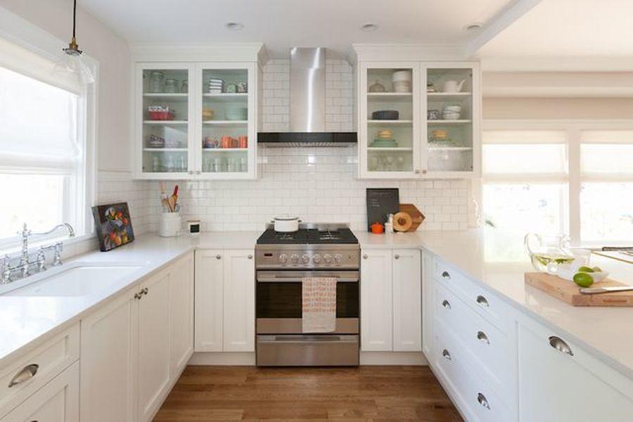 Cocina remodelada con espacio amplio y luminoso