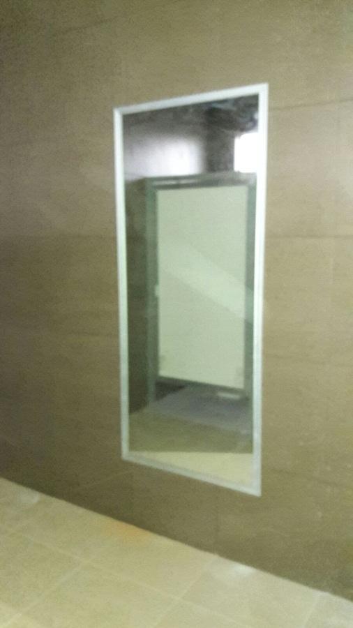 Espejo en baños de facultad de fisicultura.