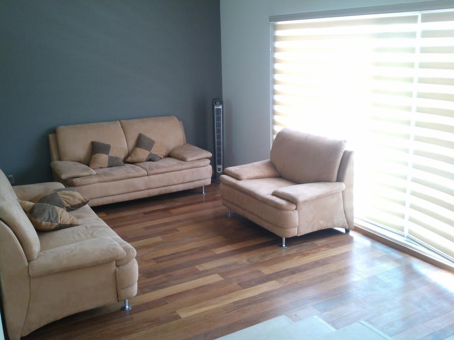 Estancia con piso de madera de cumaru