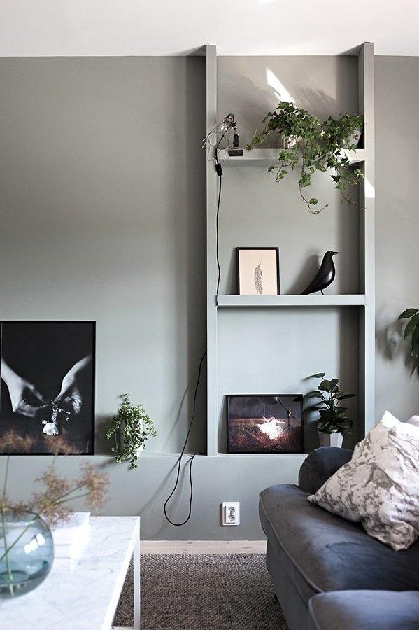 Sala con pequeña estantería de tablaroca
