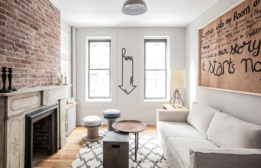 Apartamento pequeño con pared de ladrillo