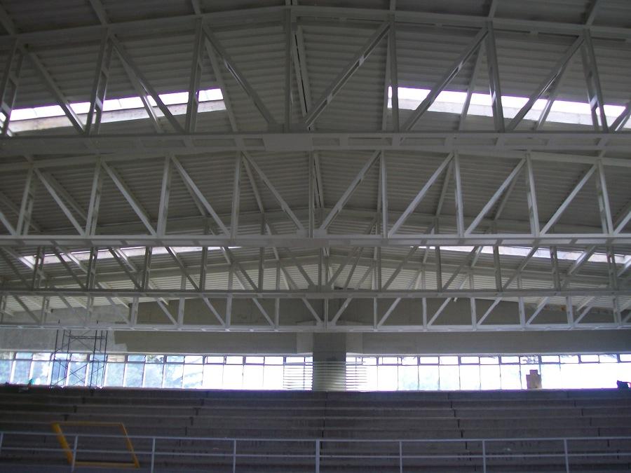 Foto estructura de acero y techumbre de constructora for Techumbres minimalistas