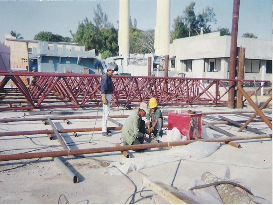 Foto estructura de nave industrial de constructora y for Estructura de una cocina industrial