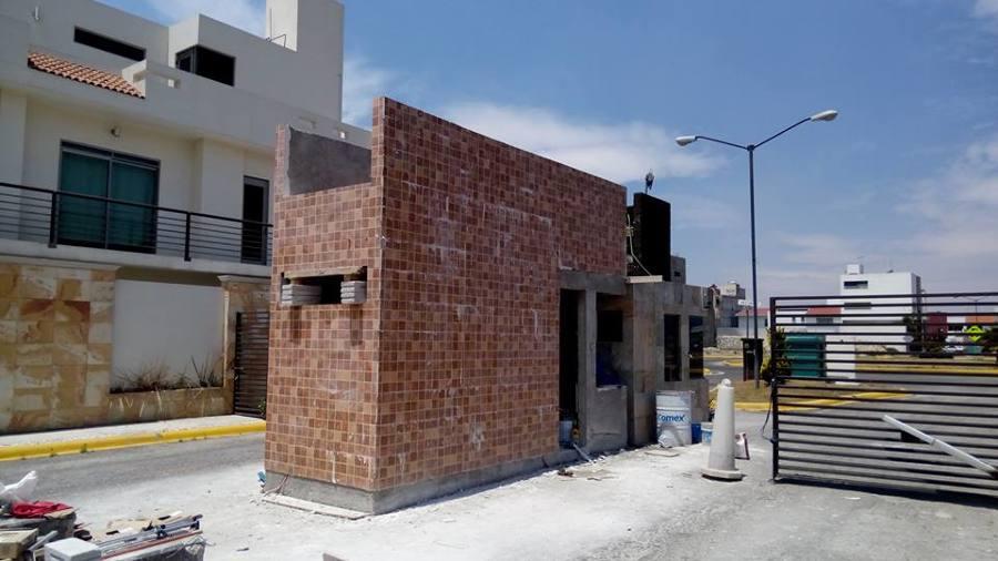 Construccion de marco de acceso y caseta de vigilancia for Casetas de almacenaje para jardin