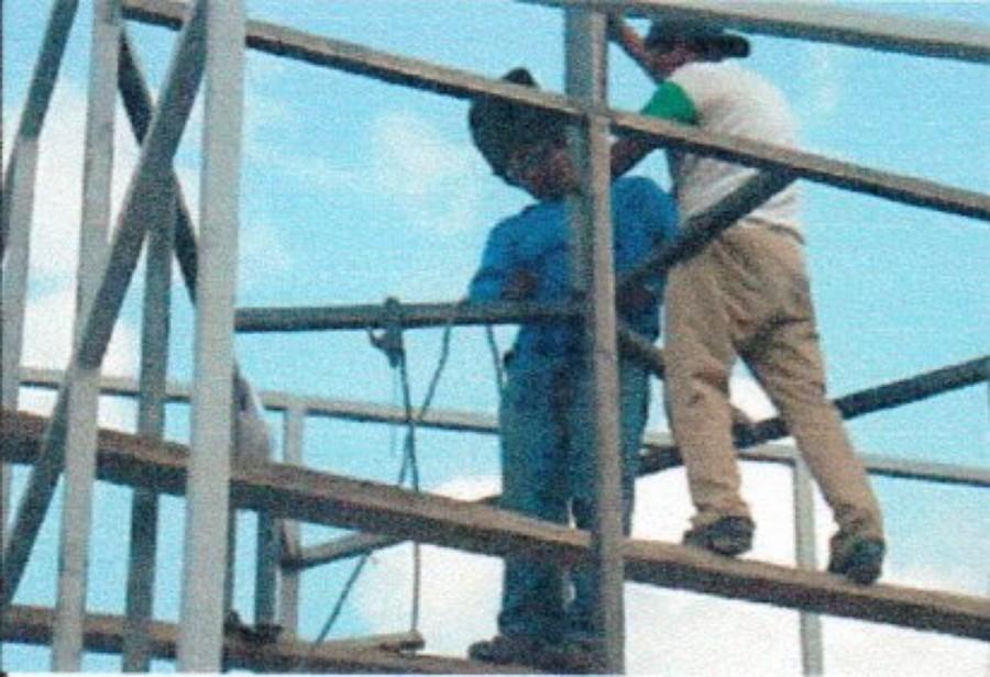 Fabricacion de la estructura metalica de soporte de la torre