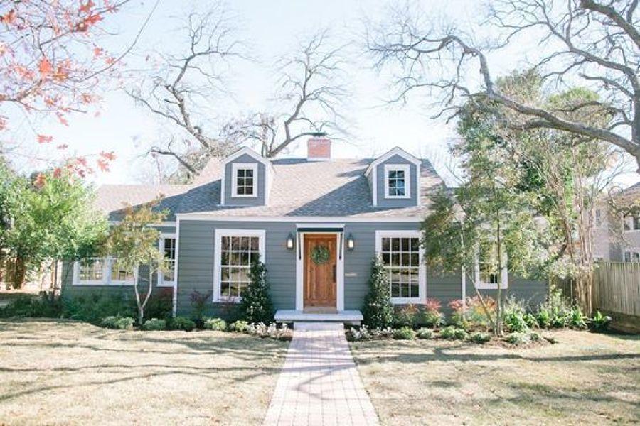 Casa con fachada gris