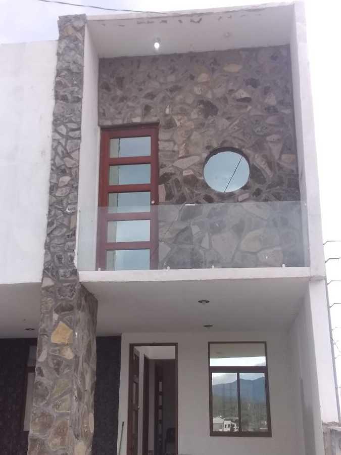 fachada con piedra natural