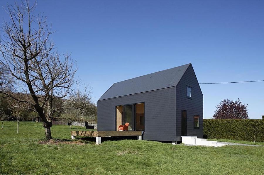 Casa con fachada y tejado de piedra laja